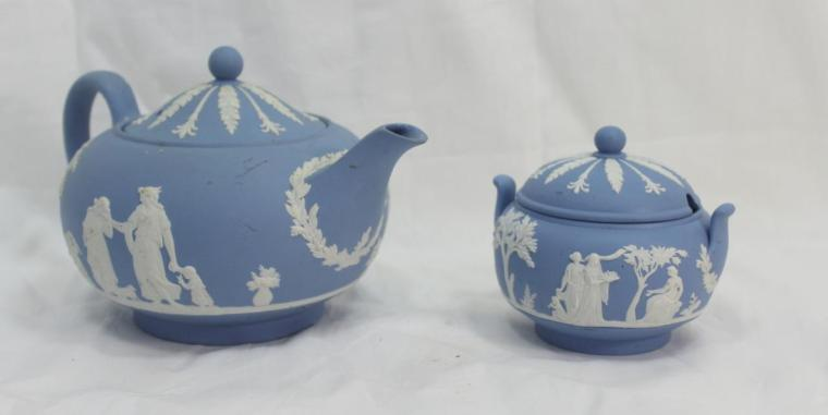 vintage-wedgwood-jasperware-blue-teapot-sugar-bowl-made-in-england-658839fa66b5fbbf038798caf0ebb6aa